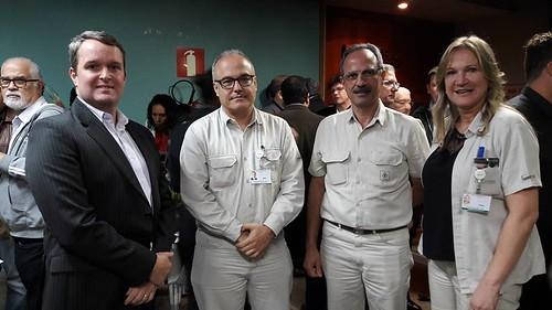 O presidente da Aperam, Frederico Ayres, o diretor da empresa, Hilder Camargo, o diretor industrial da Cenibra, Robinson Félix e Ivana Coelho