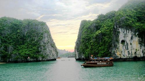 halong bay (three)