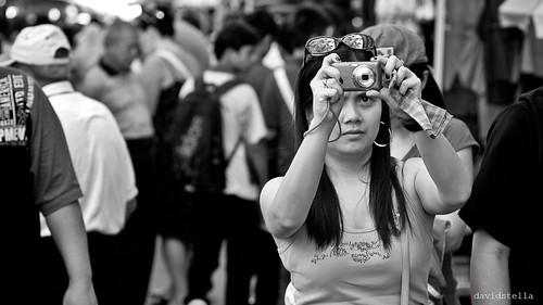 i foto you, u foto me. Gaya Street, Kota Kinabalu, Sabah. Street photography.