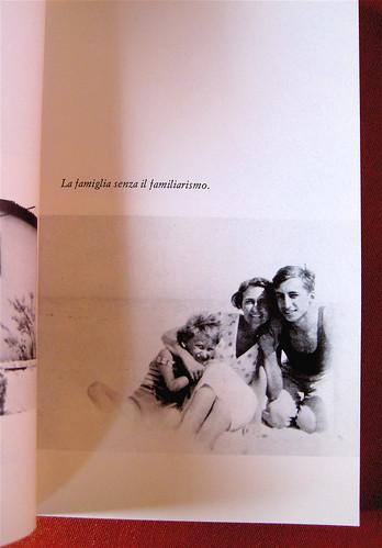 """Barthes di Roland Barthes, Einaudi 1980, p. 35: """"Biscarosse, Landes, con sua madre e suo fratello"""" (part.)"""