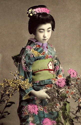 EIRYU -- QUEEN of the POSTCARD GEISHAS  (20)