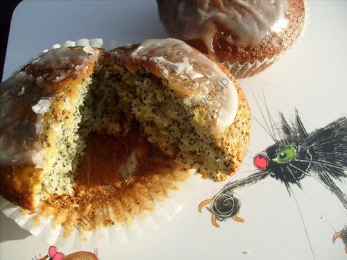 Muffins au pavot glaçage citron / Poppy seed muffins with lemon frosting