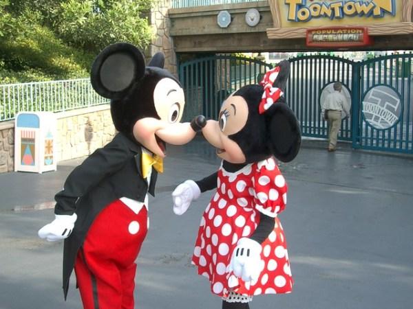 Meeting Disney Characters at Disneyland tips!