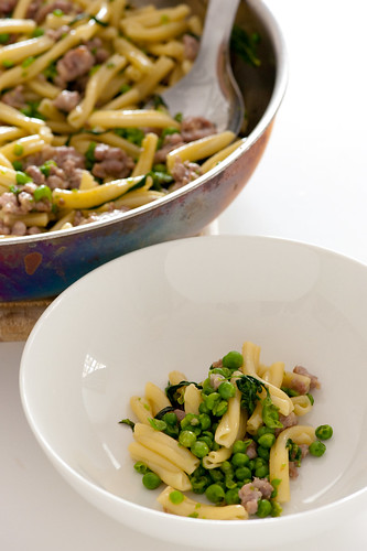 pasta with bangers & mashed peas-2