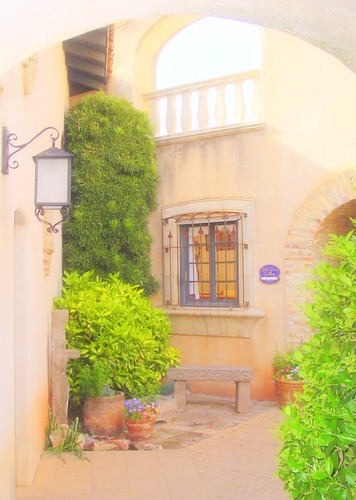 Tlaquepaque courtyard