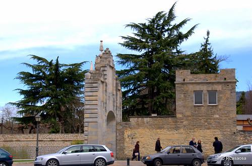 El Portal de la Taconera, que da acceso al Parque de Antoniutti