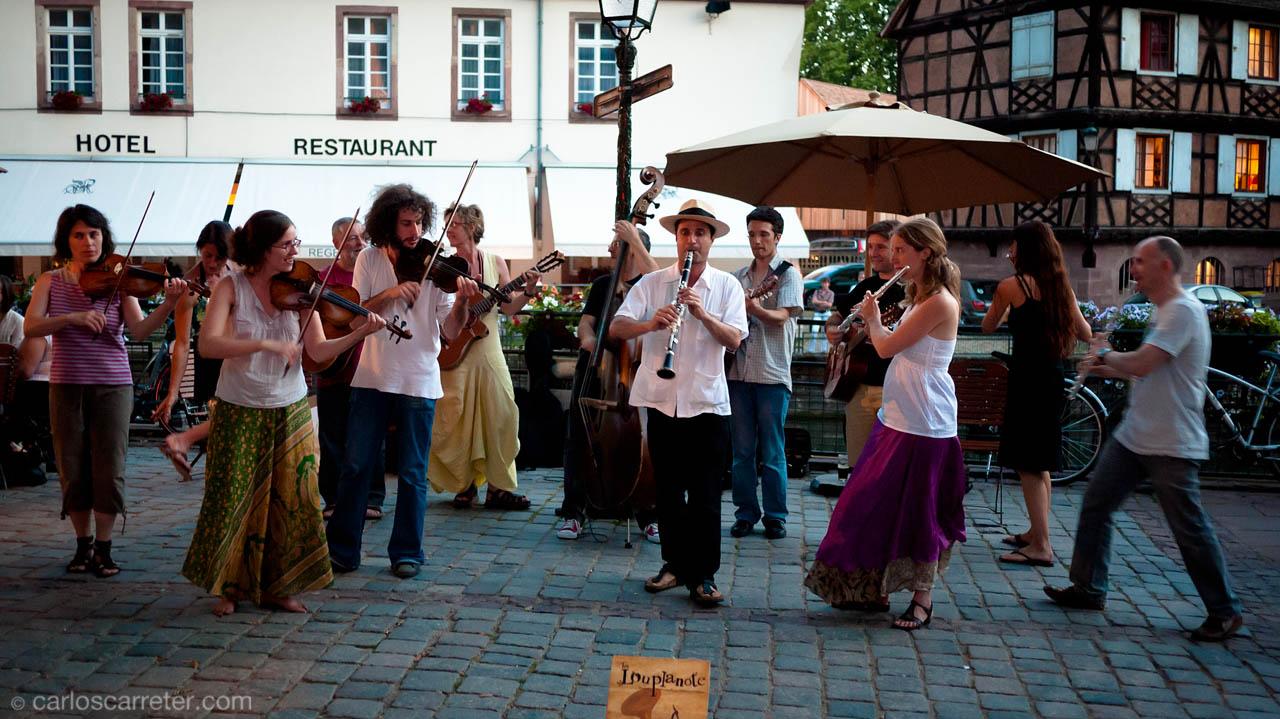 Músicos callejeros en la Petite France