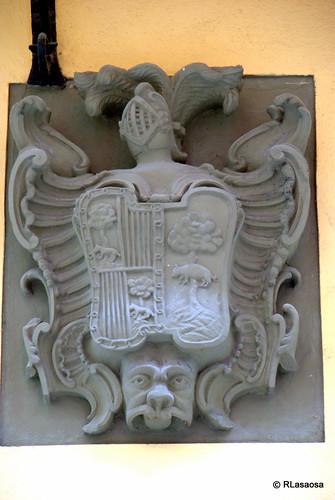 Escudo de armas de los Saldías Elizalde, situada en la fachada de una casa de la calle Estafeta