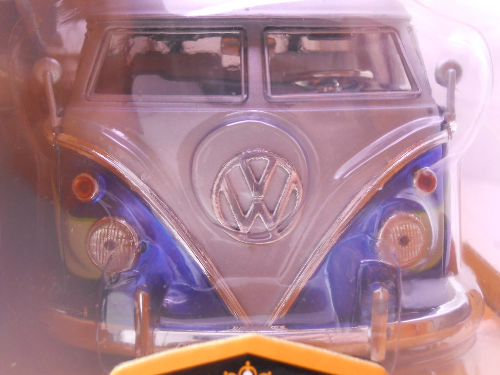 jada toys 1962 volkswagen bus collectors club (5)