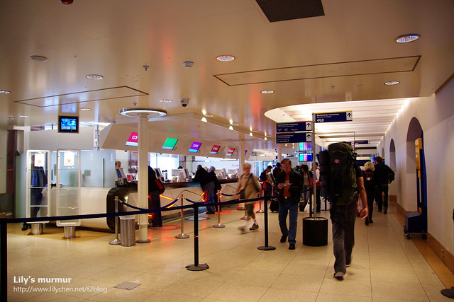 阿姆斯特丹中央車站的人工售票窗口及旅客服務中心,感覺很現代喔!