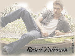 Wallpaper:  Robert Pattinson's on a hammock... [Light] [1024 x 768]