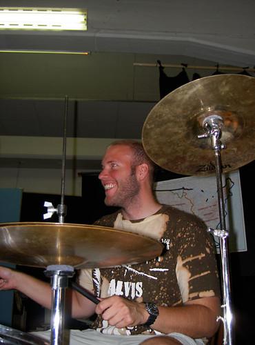 Ego spelar trummor