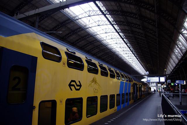 這就是我搭的雙層火車,我坐在下層,其實省錢看到的風景也沒差很多啦。