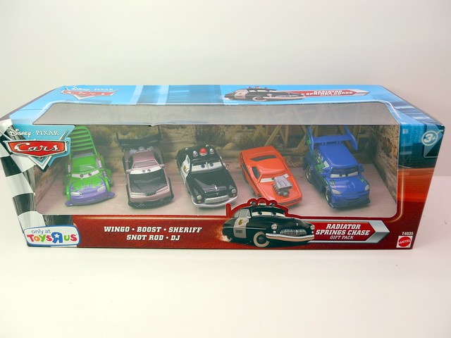 DISNEY CARS TOYS R US RADIATOR SPRINGS CHASE SET  (1)