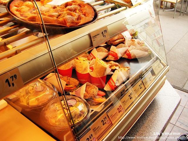 ANKER麵包店下方陳列價,價格是每份的價錢。