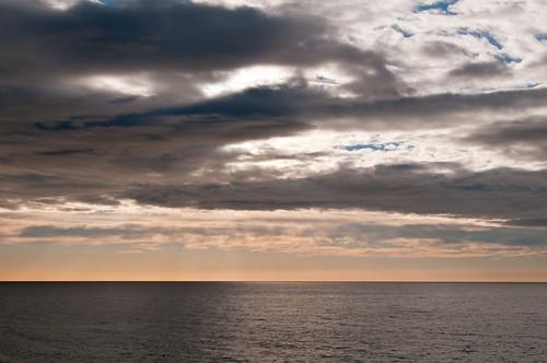 Amanecer entre nubes