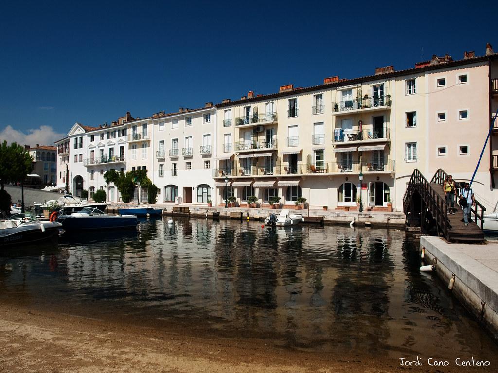 Cruzando el canal, Port Grimaud