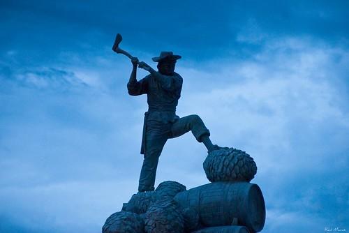 Jimador estatua en la entrada de Tequila