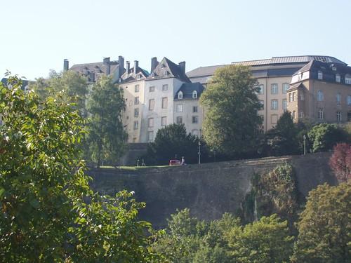 201009190044_Luxembourg-corniche