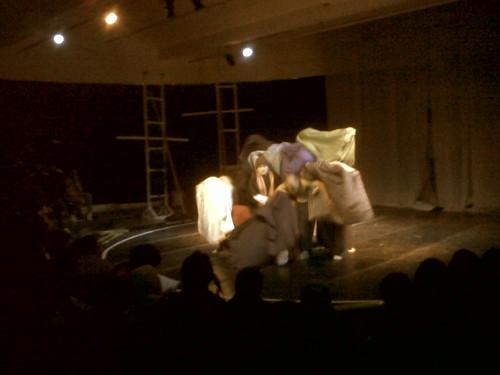 Teater Kubur Rumah Bolong