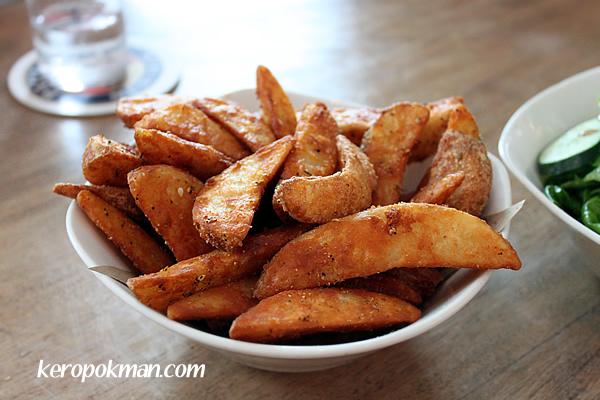 Kartoffelhappen : spicy potato wedges