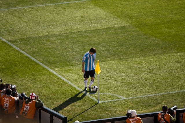 Messi preparing to take a corner