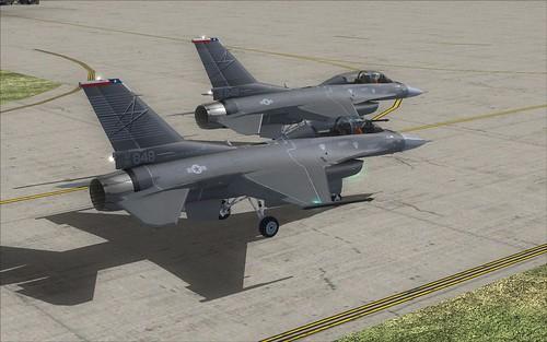 2 F-16D en taxeo para practicar