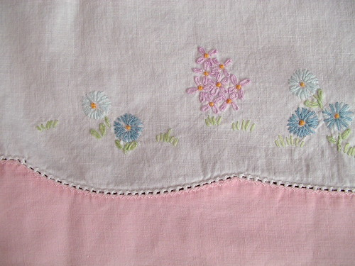 detail embroidery left