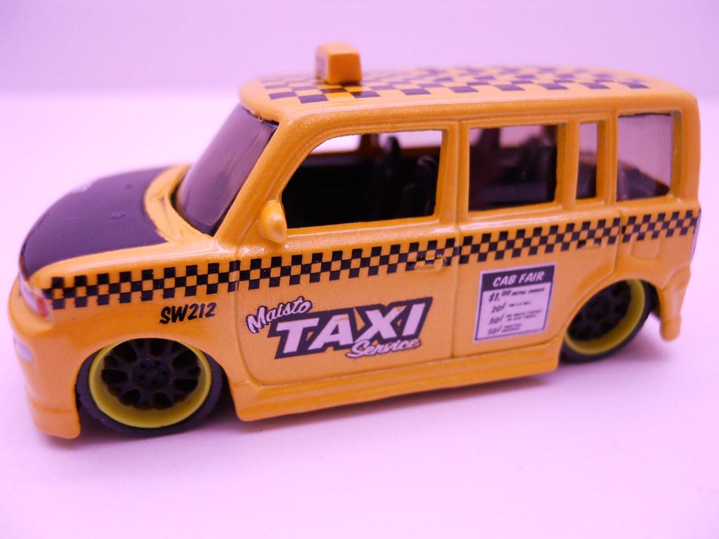 Maisto Hauler Scion xB taxi (3)