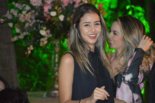 Carlinha Lopes e Letícia Santos