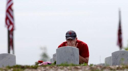 APTOPIX-Memorial-Day_Gree_20100601051201_640_480