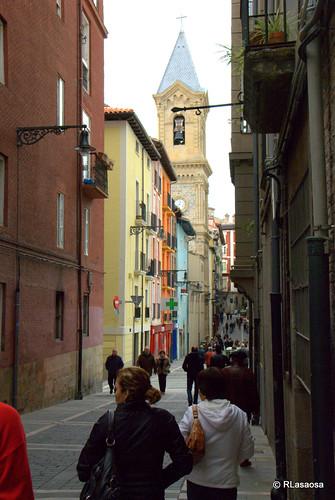 Vista de la calle San Agustín y la torre de la Parroquia de San Agustín, desde la calle Calderería.