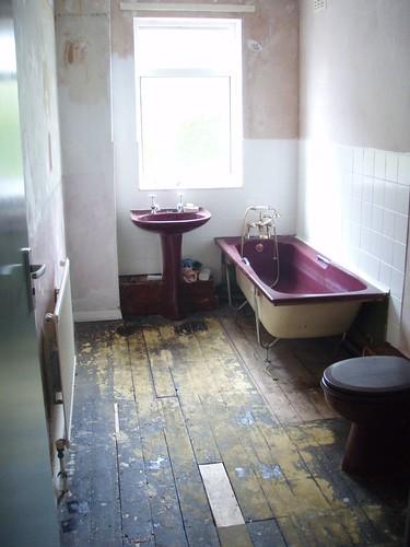 bathroom half way.JPG
