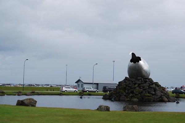Estatua en el aeropuerto internacional de Keflavík