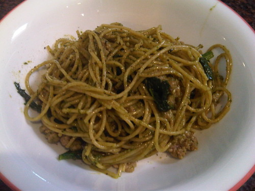 Whole wheat spaghettini w/pesto, spinach and ground turkey