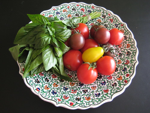 Organic tomatoes and basil picked up at Groenekans