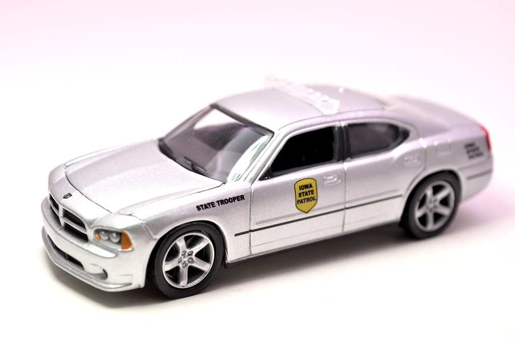 greenlight hot pursuit iowa state trooper 2008 dodge charger (3)