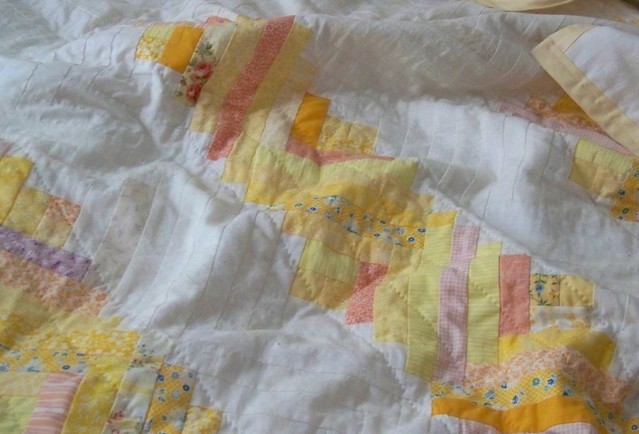 sunny yellow and white log cabin quilt