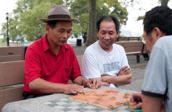 Playing Chinese Chess
