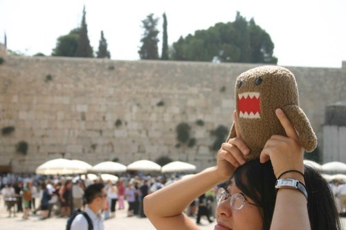 Domo-kun visits the Western Wall
