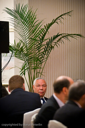 Colin Powell with Flower Power bouquet 20100829_4194