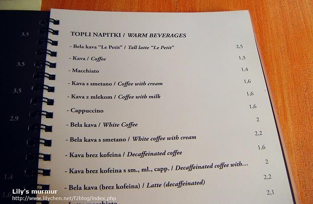 La Petit Cafe的菜單,中間有個White Coffee白咖啡。