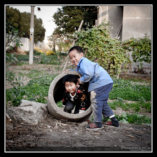 [Street] Farm at HuaningLu #9: Kids around the area