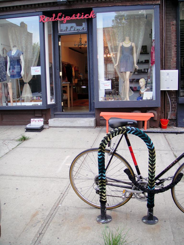 storefront w/yarnbomb