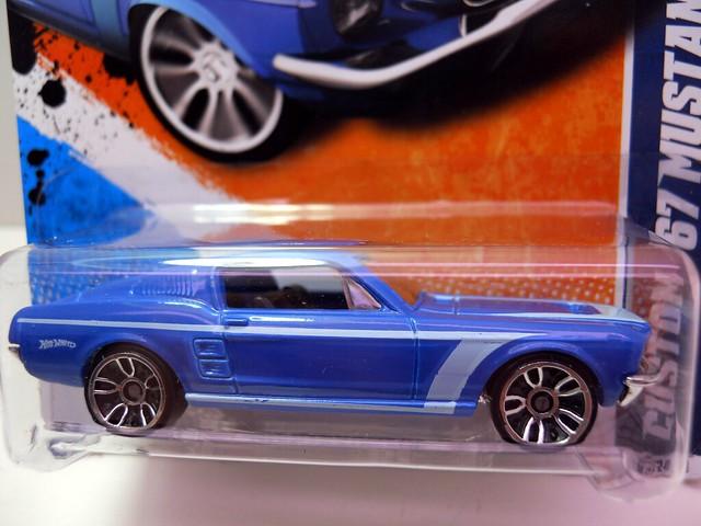 hot wheels custom '67 Mustang blue (2)