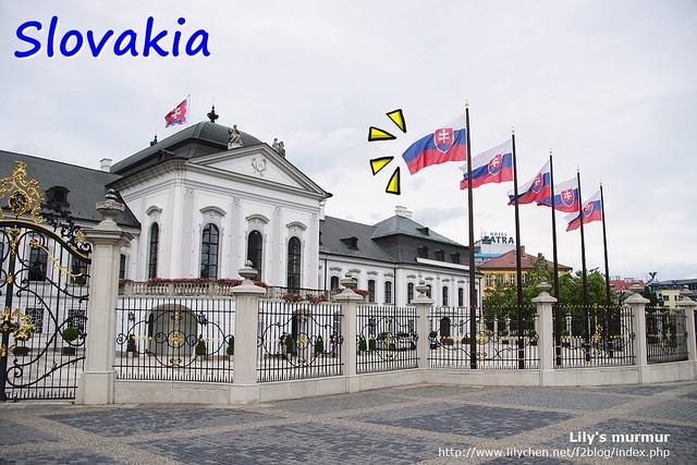 Slovakia,國徽中有白色雙十字架。