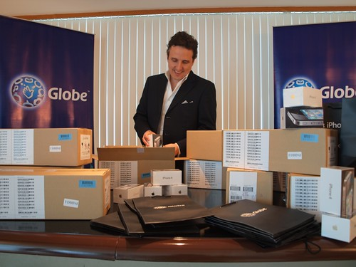 Peter Bithos opening iPhone 4 boxes