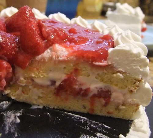 Japanese strawberry shortcake (cut)