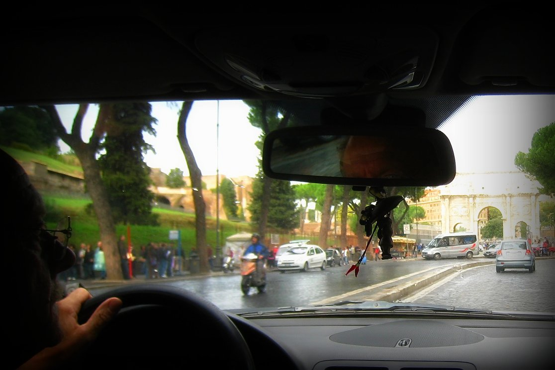 En Taxi por el Arco de Constantino