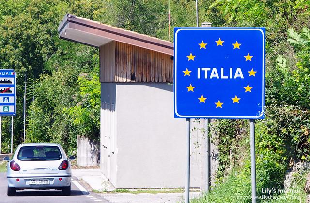 義大利邊界牌,星星符號表是義大利是歐盟國之一。